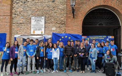 El Ayuntamiento participa en un acto homenaje a la Unión Europea del IES Eladio Cabañero