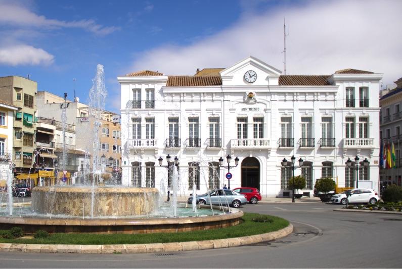 Continúan las obras en la Plaza de España de Tomelloso, proyecto cofinanciado por la Unión Europea